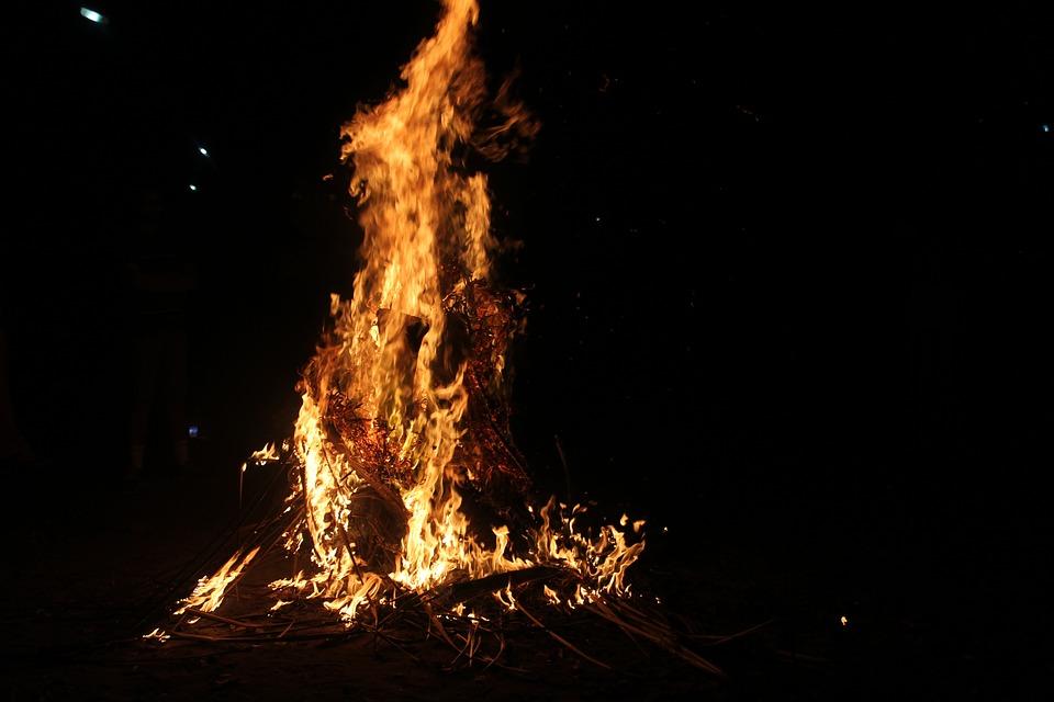 bonfire-1839621_960_720